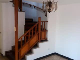 Una litera de madera con una escalera en ella en No aplica