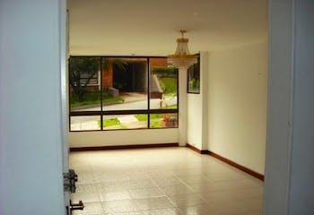 Casa en Los Balsos, Poblado - 300mt, tres niveles, tres alcobas