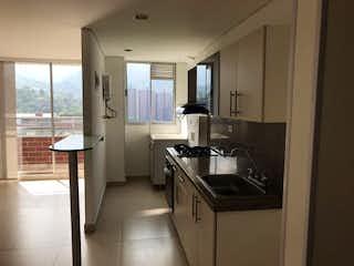 Una cocina con un fregadero y un horno de cocina en Apartamento en venta en La Doctora, Sabaneta - 75mt, tres alcobas, balcón