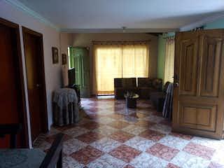 Una sala de estar llena de muebles y una chimenea en No aplica