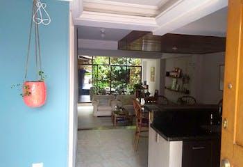Casa en El Poblado-Alejandría, con 4 Habitaciones - 166 mt2.