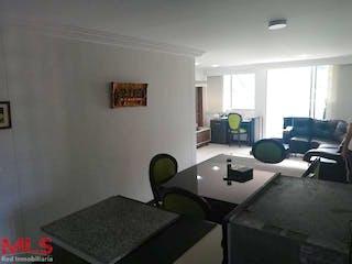 Una sala de estar llena de muebles y una ventana en Sabana Alta