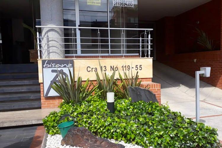 Portada Apartamento en Santa Barbara Central - dos parqueaderos