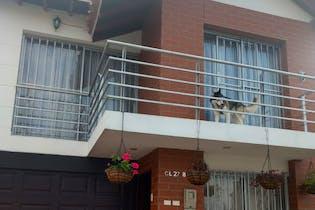 Casa en venta en Unidad Deportiva de 4 alcobas
