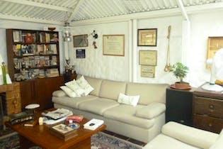 Casa en Colina Campestre, Bogotá Chimenea Tiene rejas y Cortinas