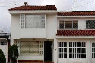Casa en La Alhambra, Bogotá cuenta con 4 alcobas y 3 baños.