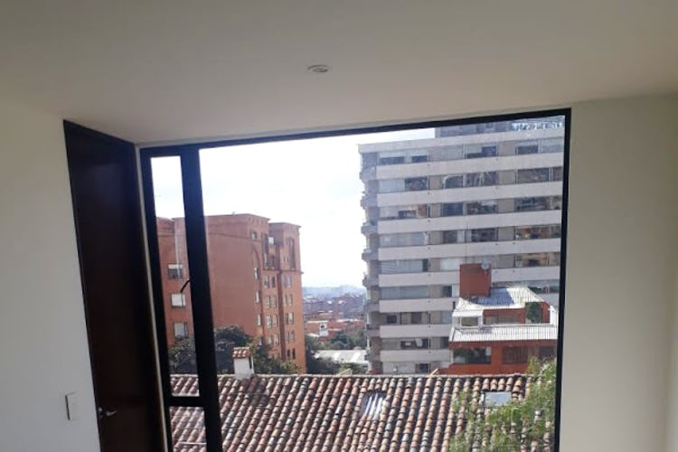 Portada Apartamento en Usaquén - Sala comedor con chimenea, parqueadero doble cubierto