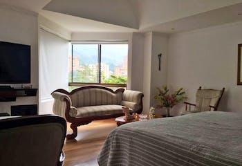 Apartamento en Los Balsos, Medellín - 320 mts, 3 parqueaderos.