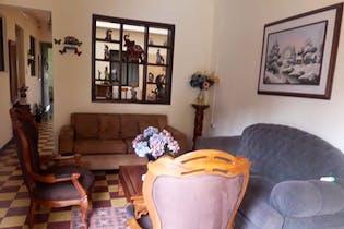 Casa en Castilla-Medellín, con 5 Habitaciones - 304 mt2.