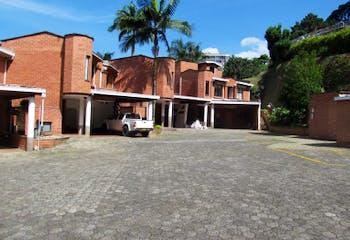 Casa en venta en Altos Del Poblado, 240m² con Zonas húmedas...