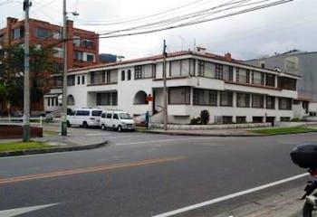 Apartamento en Santa Barbara Central, Bogotá con cocina recién remodelada.
