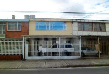 Casa en Normandia Occidental, Bogotá - con cuatro habitaciones