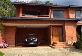 Casa en venta en Loma Del Atravezado de 289m² con Piscina...