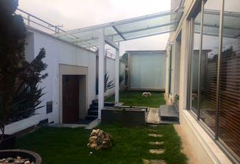 Venta de Casa en Santa Barbara Occidental con 4 parqueaderos y jacuzzi.